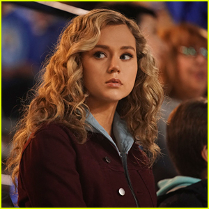 Brec Bassinger Dishes On Being Directed By Lea Thompson On Tonight's New 'DC's Stargirl'