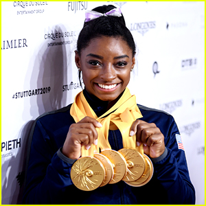 Simone Biles Has To Google How Many Medals She Has!