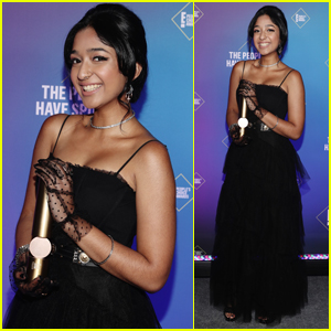 Maitreyi Ramakrishnan Accepts Award for Best TV Show of the Year for 'Never Have I Ever' at PCAs 2020!