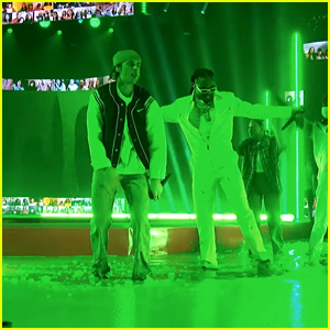 Justin Bieber & Quavo Jump In Slime After Kids' Choice Awards Performance (Video)