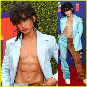 Bretman Rock Puts His Abs On Display at MTV Movie & TV Awards: Unscripted 2021