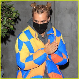 Justin Bieber Shows Off His Unique Style While Out to Dinner with Friends