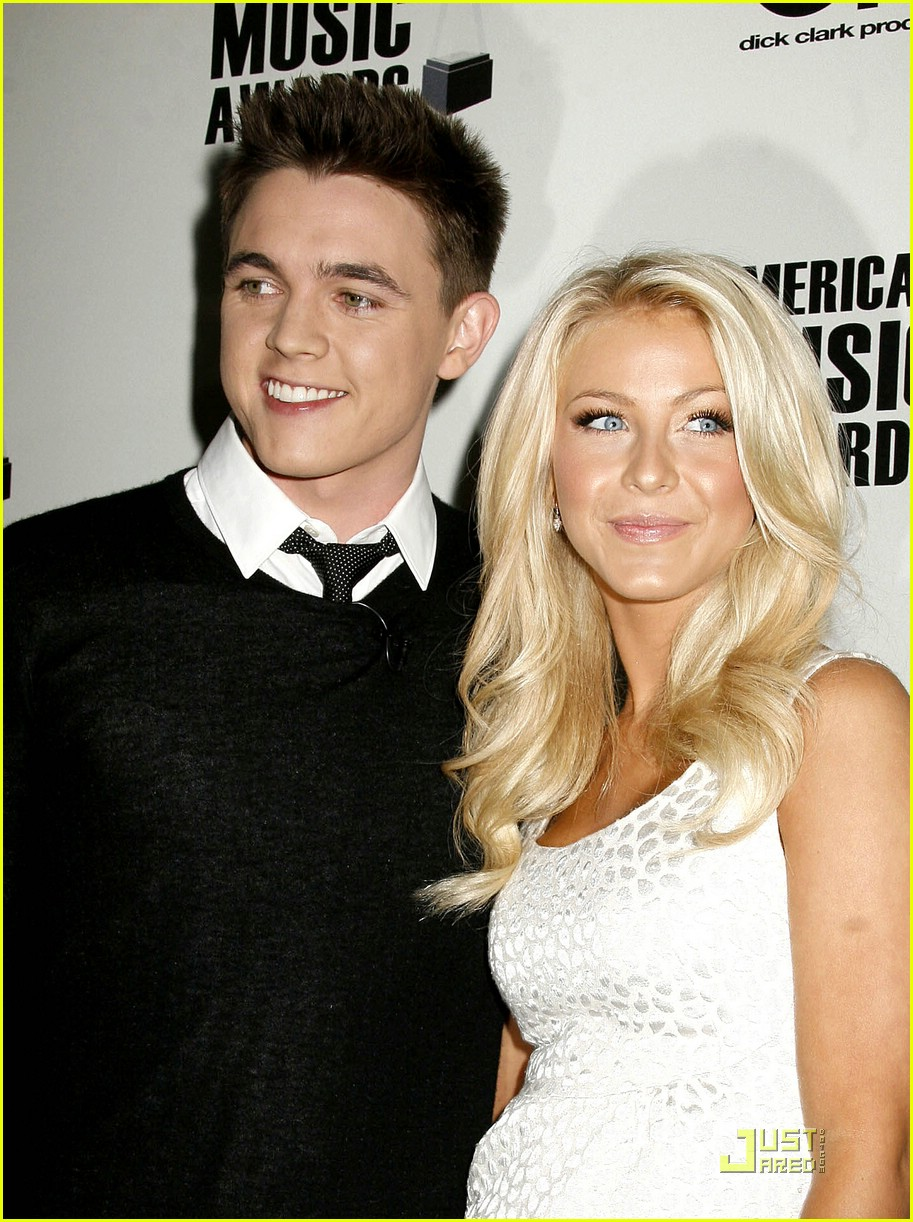 julianne hough ama nominees 08
