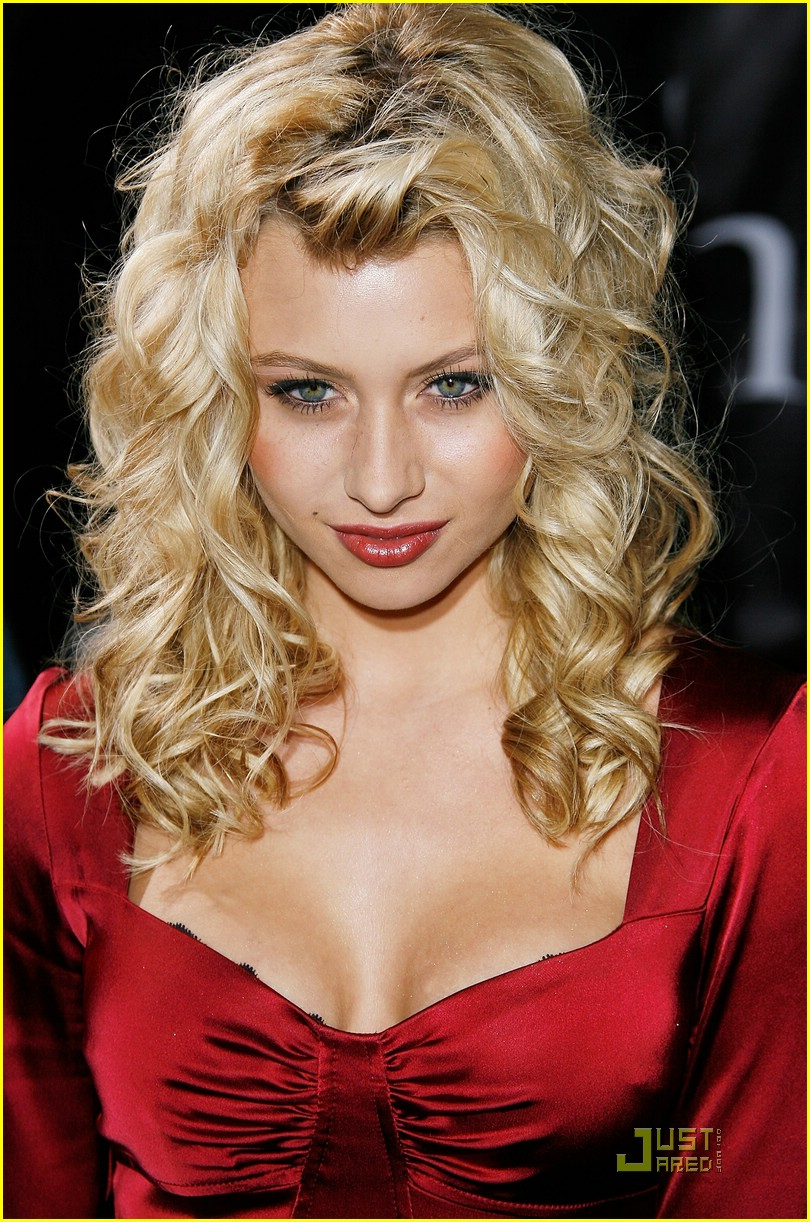 alyson michalka twilight premiere 10