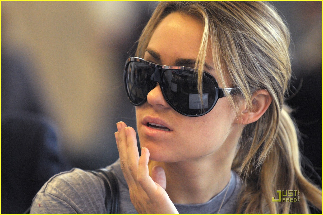 lauren conrad lax flight 02
