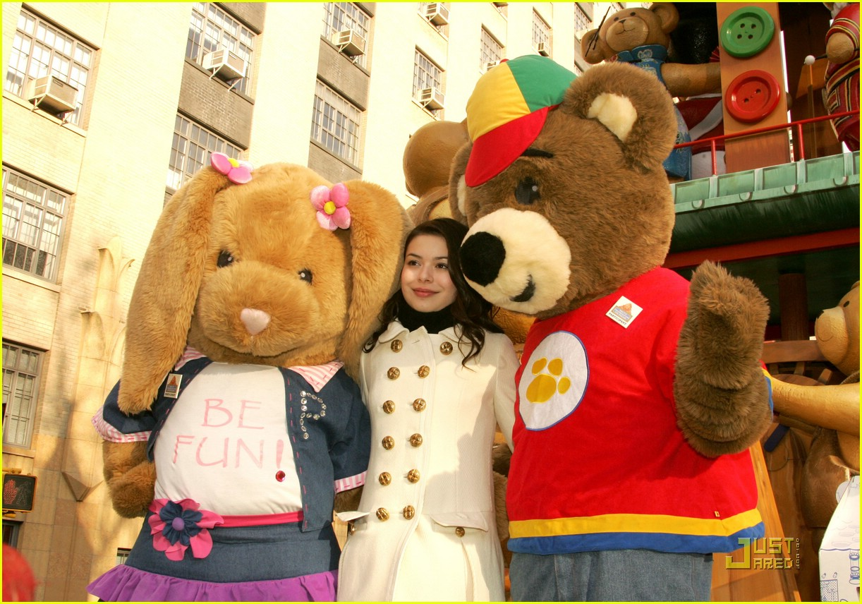 miranda cosgrove thanksgiving day parade float 02
