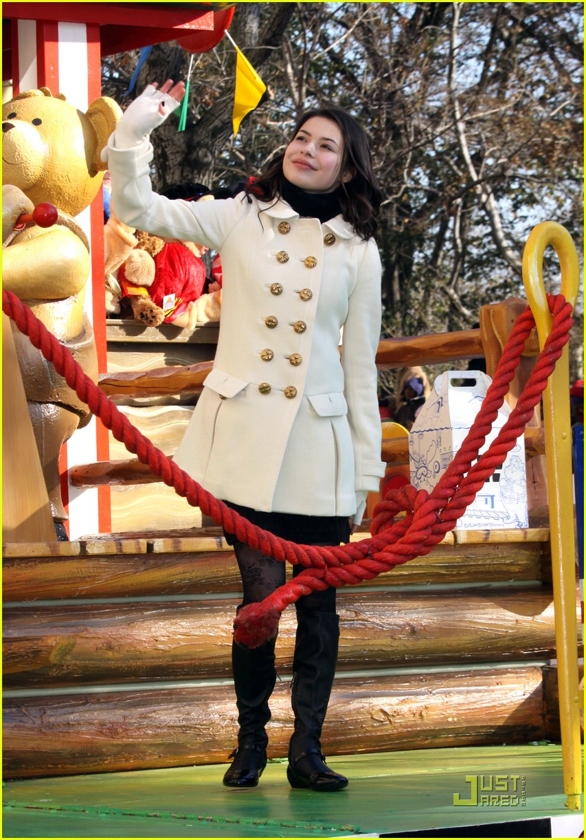 miranda cosgrove thanksgiving day parade float 03