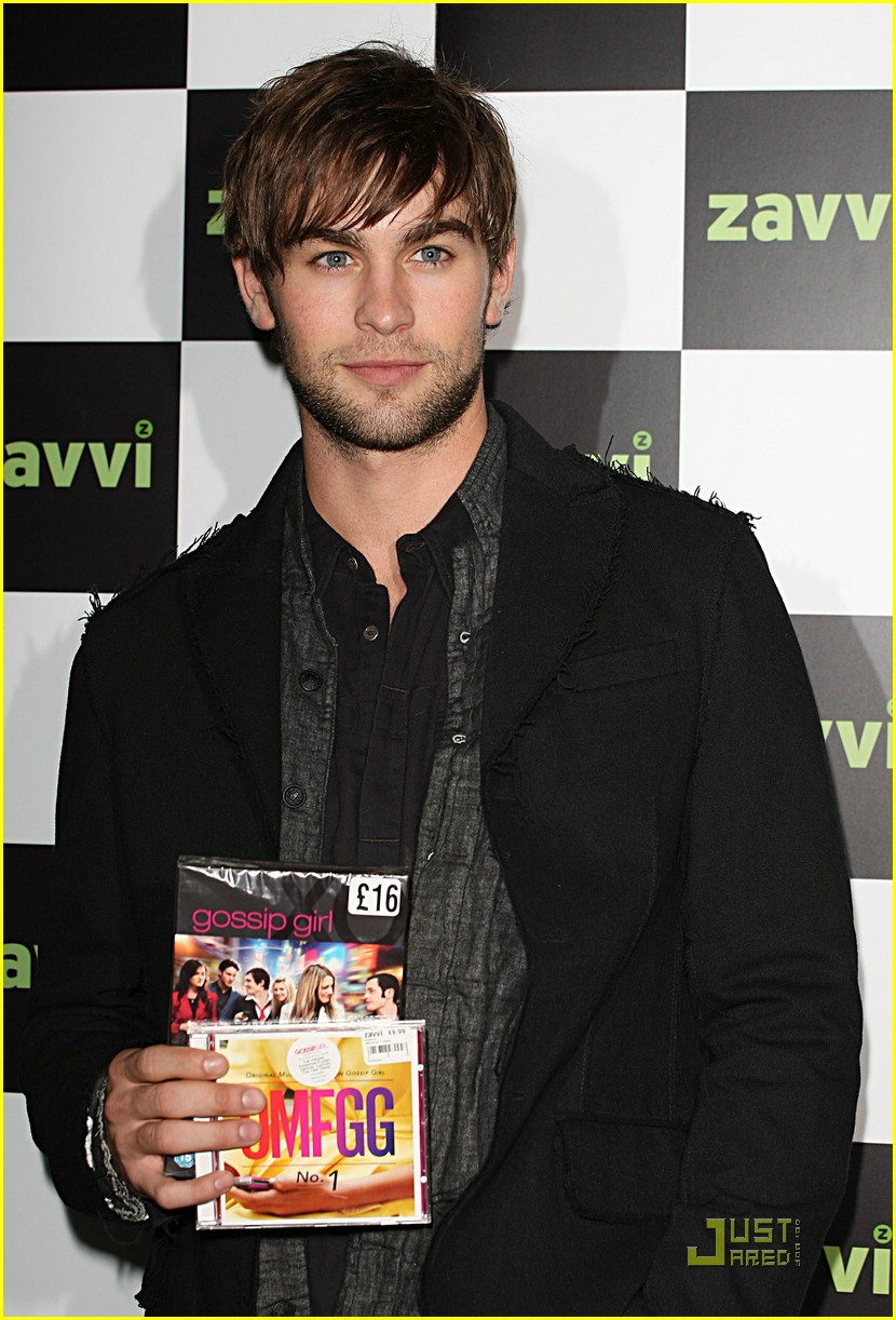 chace crawford oxford street lights 05