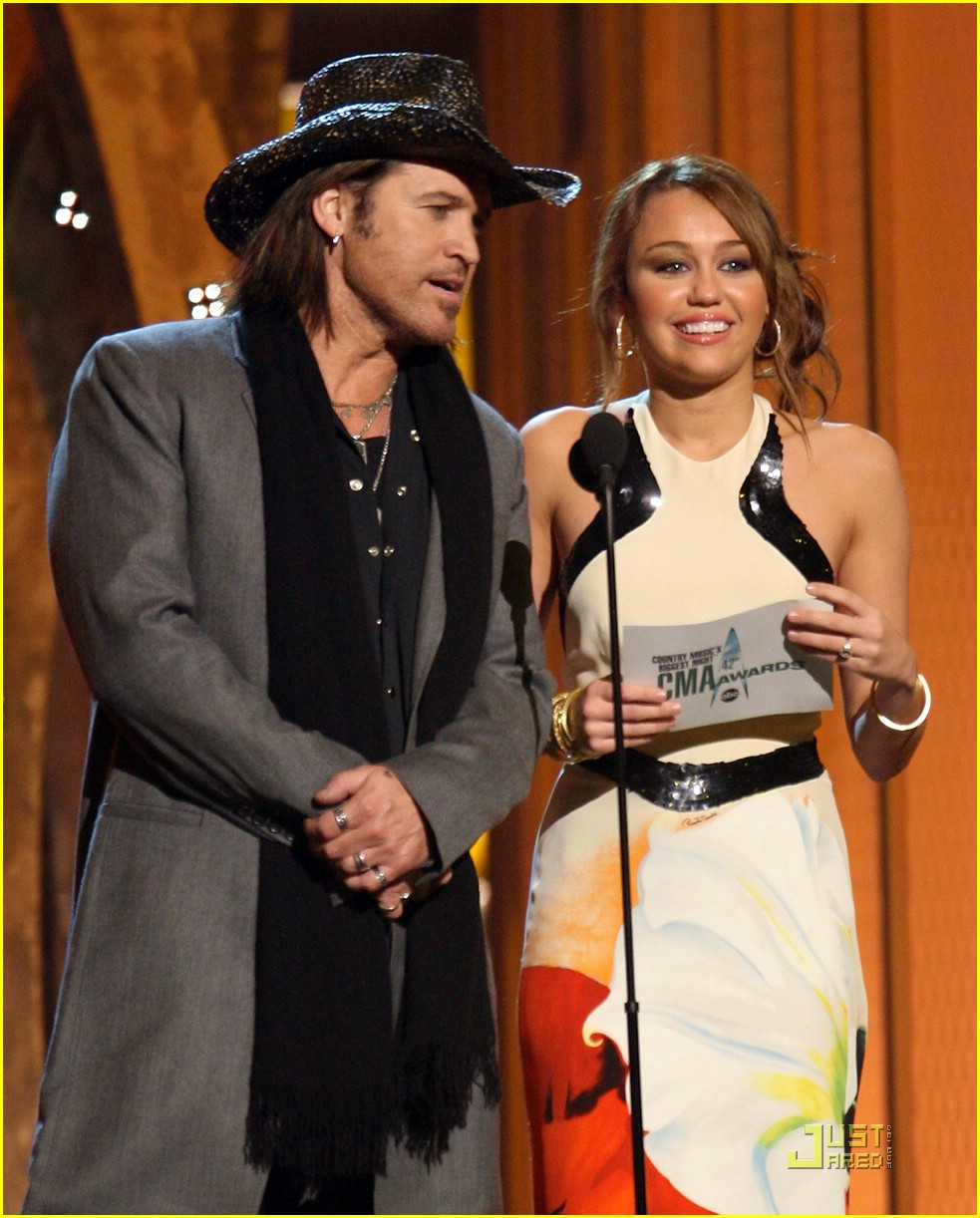 miley cyrus awards cma 02