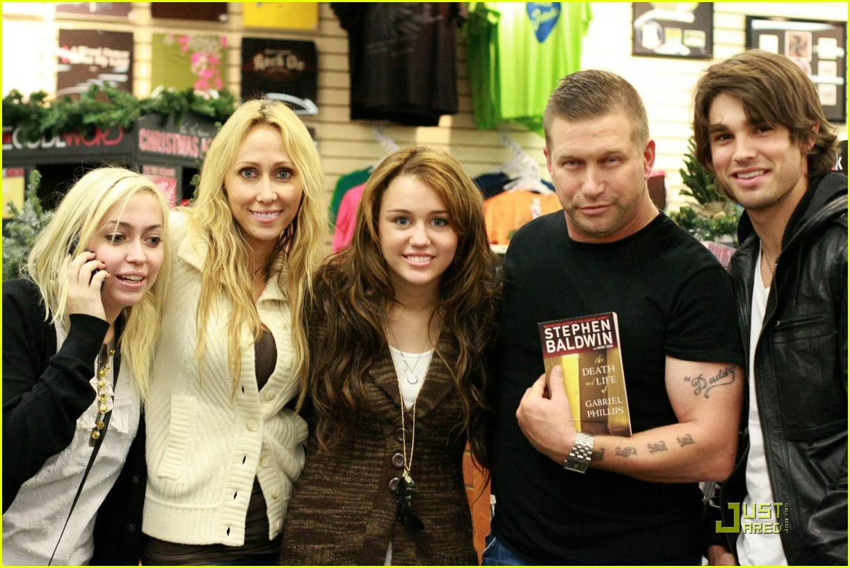 miley cyrus justin gaston stephen baldwin 01