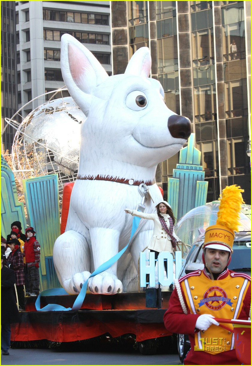 miley cyrus thanksgiving day parade float 02