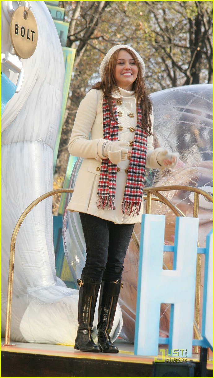 miley cyrus thanksgiving day parade float 03