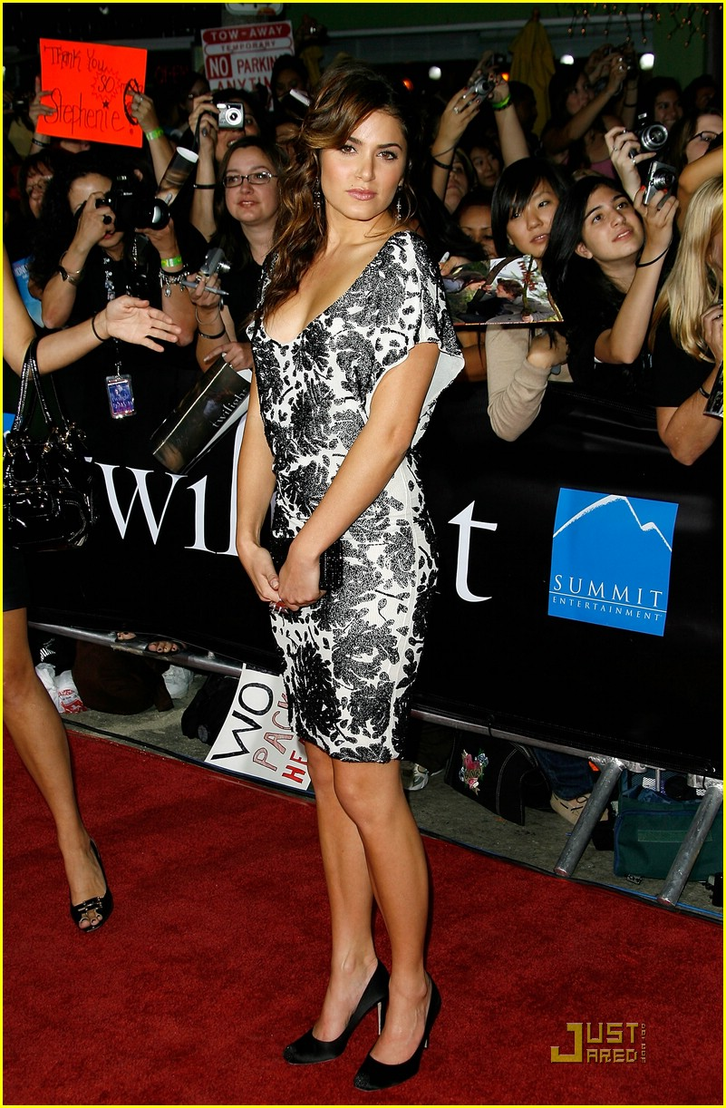 nikki reed twilight premiere 07