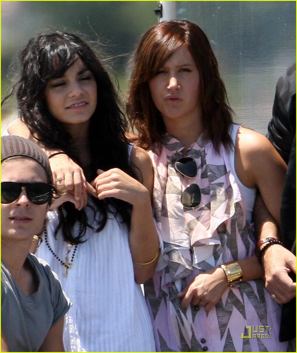 zac efron water taxi vanessa hudgens 10