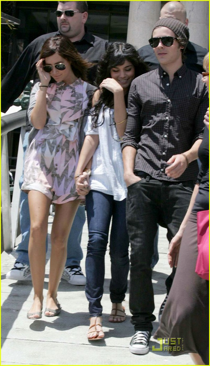 zac efron water taxi vanessa hudgens 19
