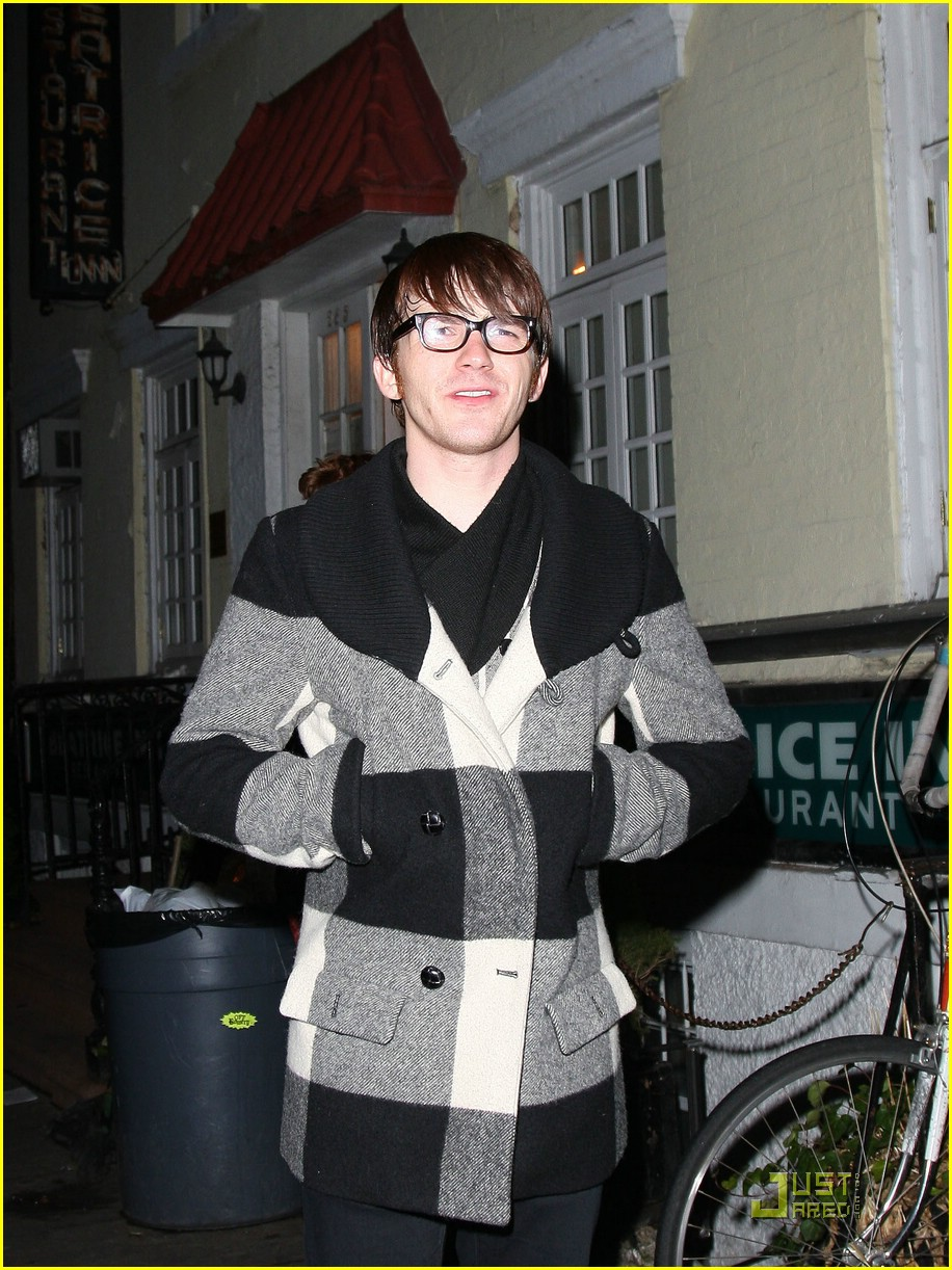 drake bell beatrice inn walk 04