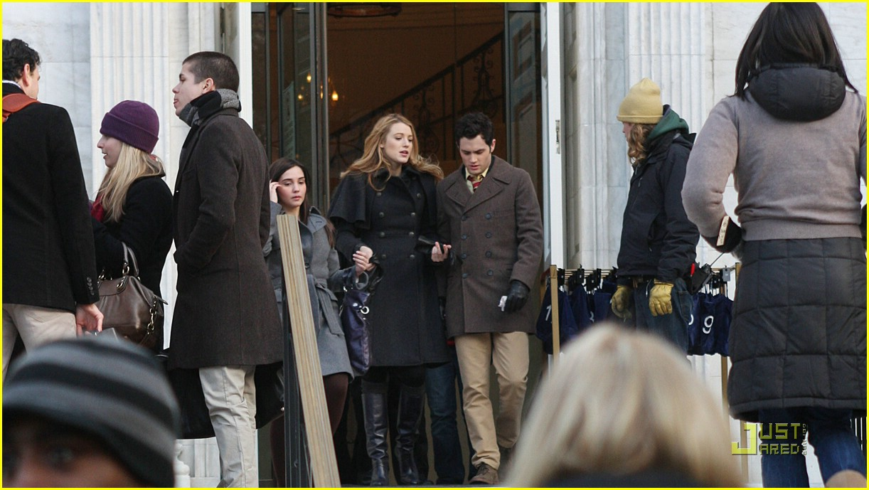 blake lively penn badgley gg set 09