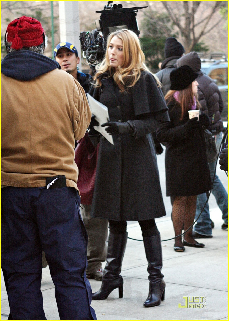 blake lively penn badgley gg set 22