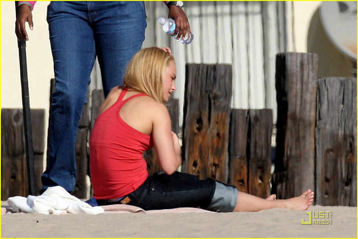 hayden panettiere foot massage 09