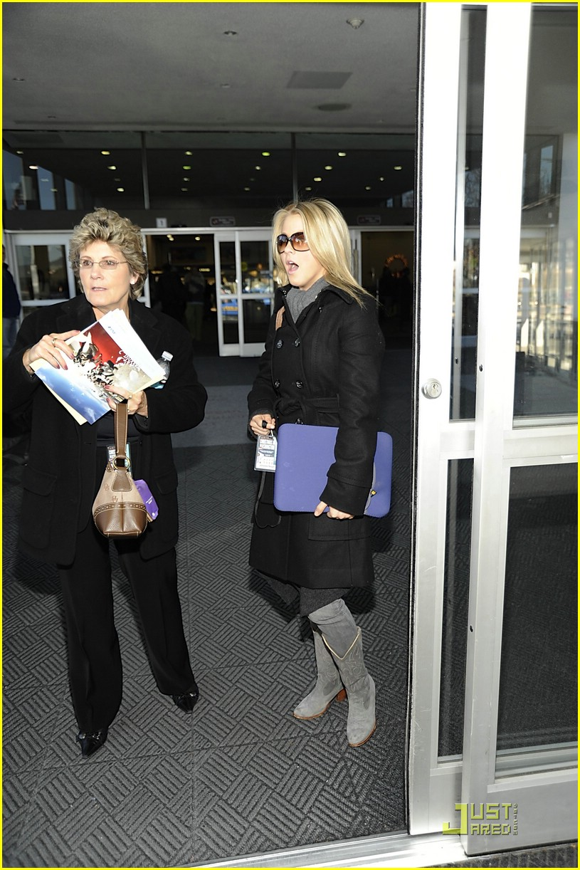 julianne hough reagan airport dc 06