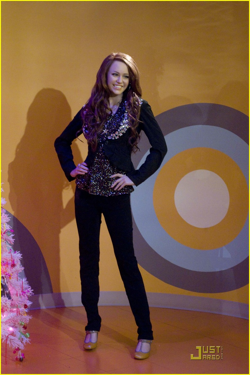 miley cyrus wax figure dc 01