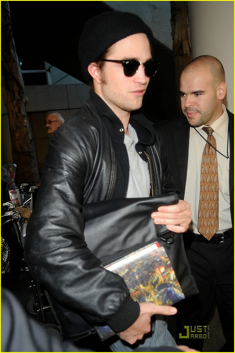 robert pattinson book lover lax 02