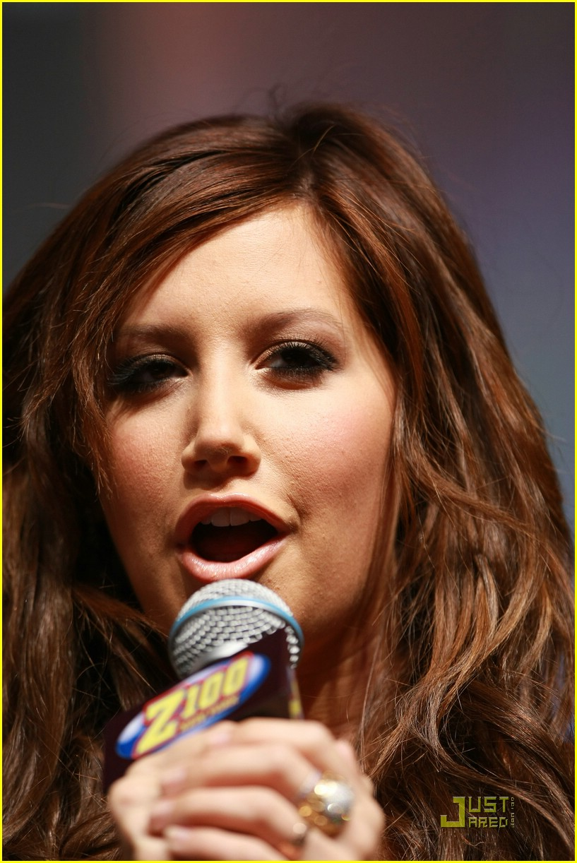 ashley tisdale jingle ball arrival 09