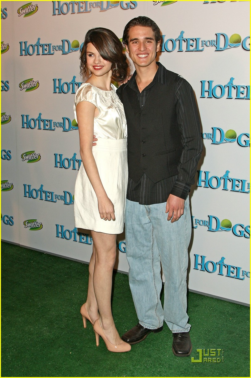 selena gomez daniel samonas hotel dogs 04