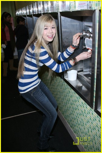 jennette mccurdy yogurt land 02