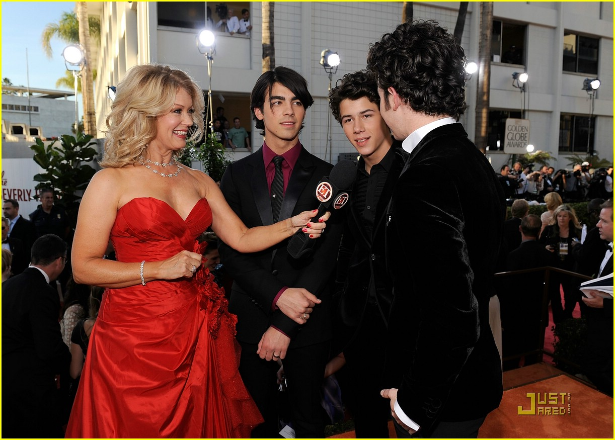 jonas brothers golden globe 12