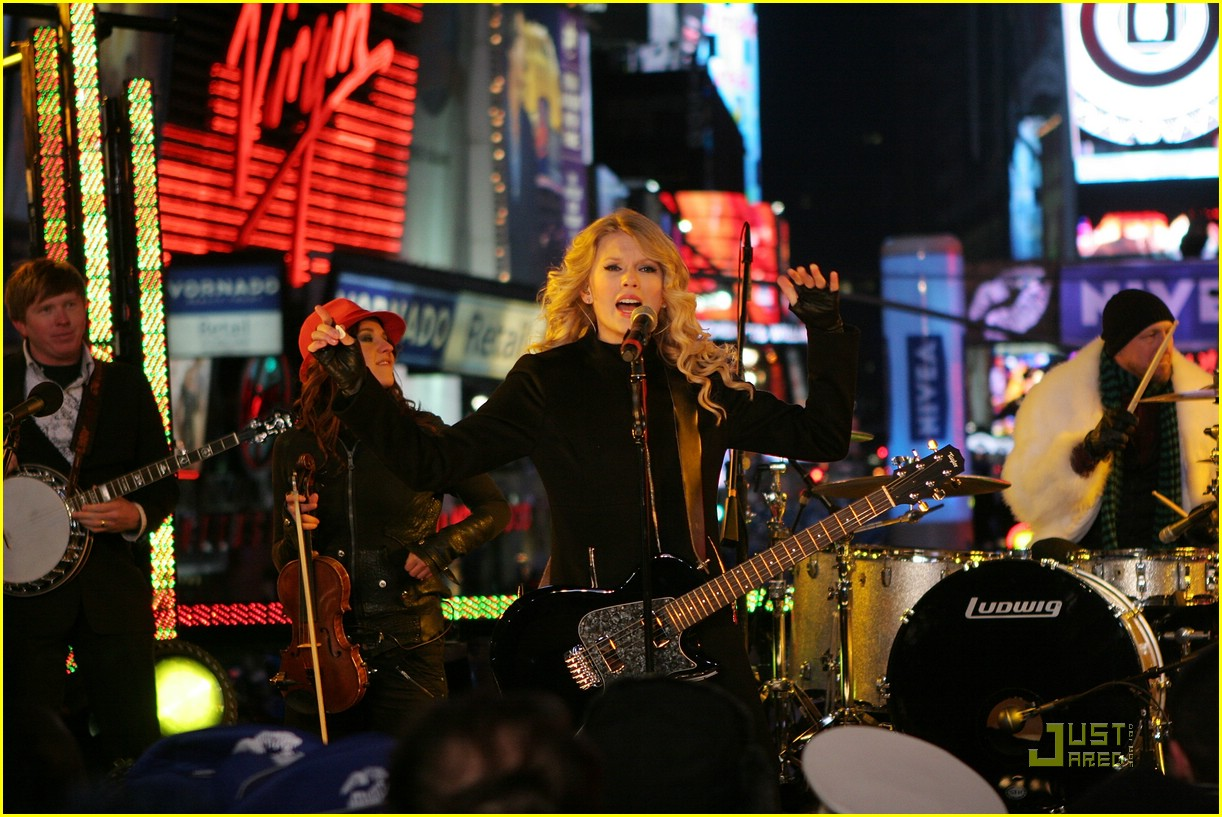 taylor swift new year eve 26