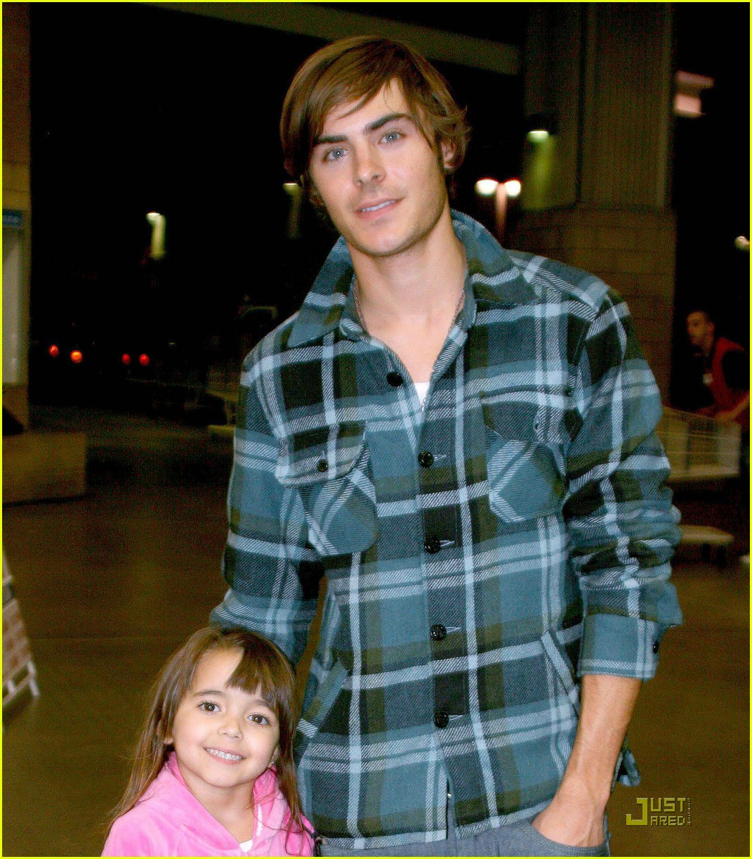zac efron costco 03