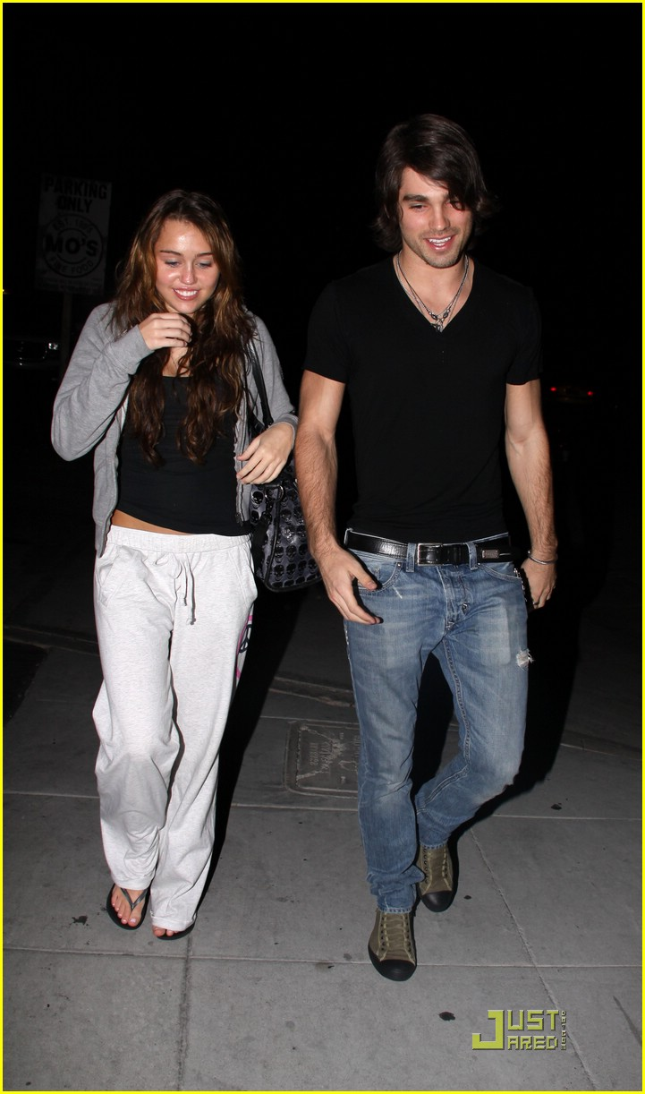 miley cyrus justin gaston mos diner 08