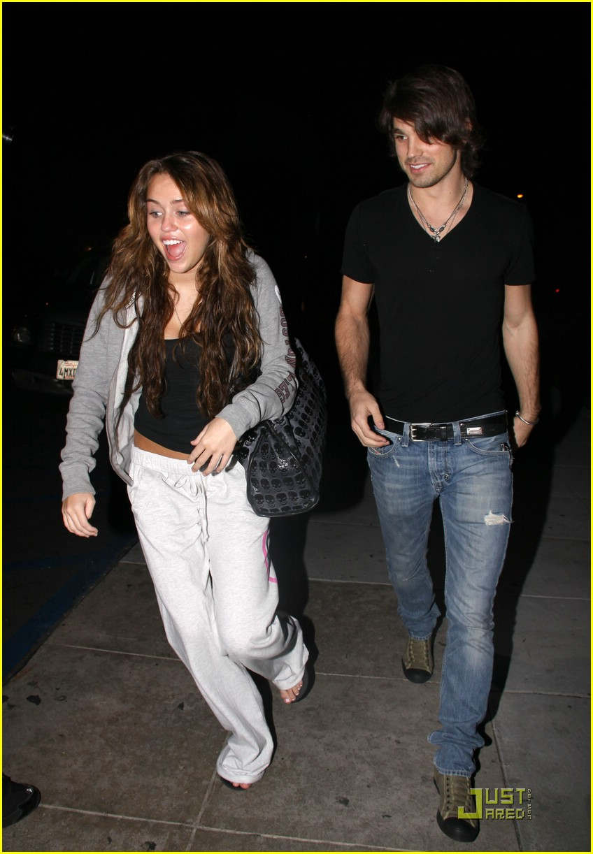 miley cyrus justin gaston mos diner 11