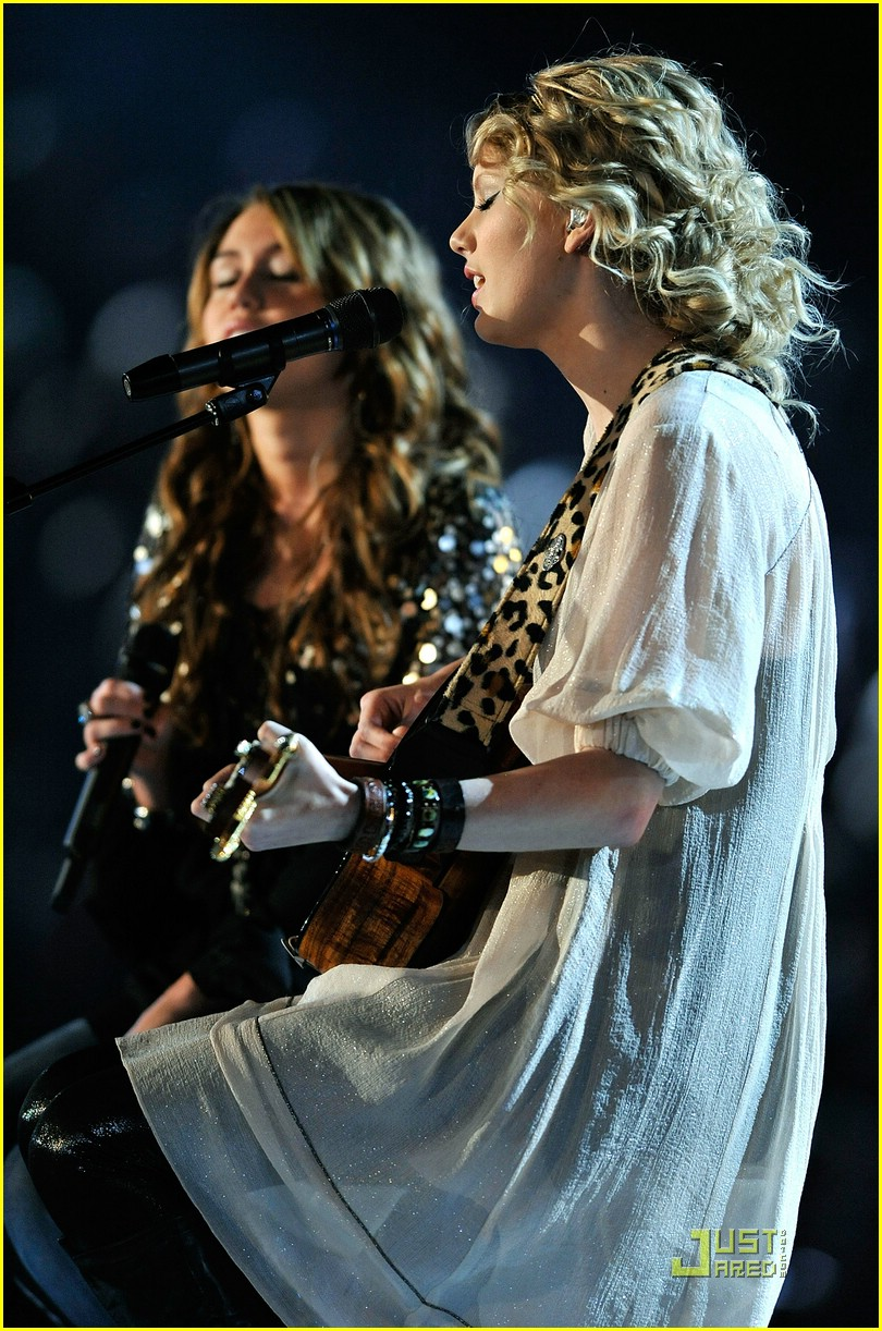 miley cyrus taylor swift fifteen grammy show 15