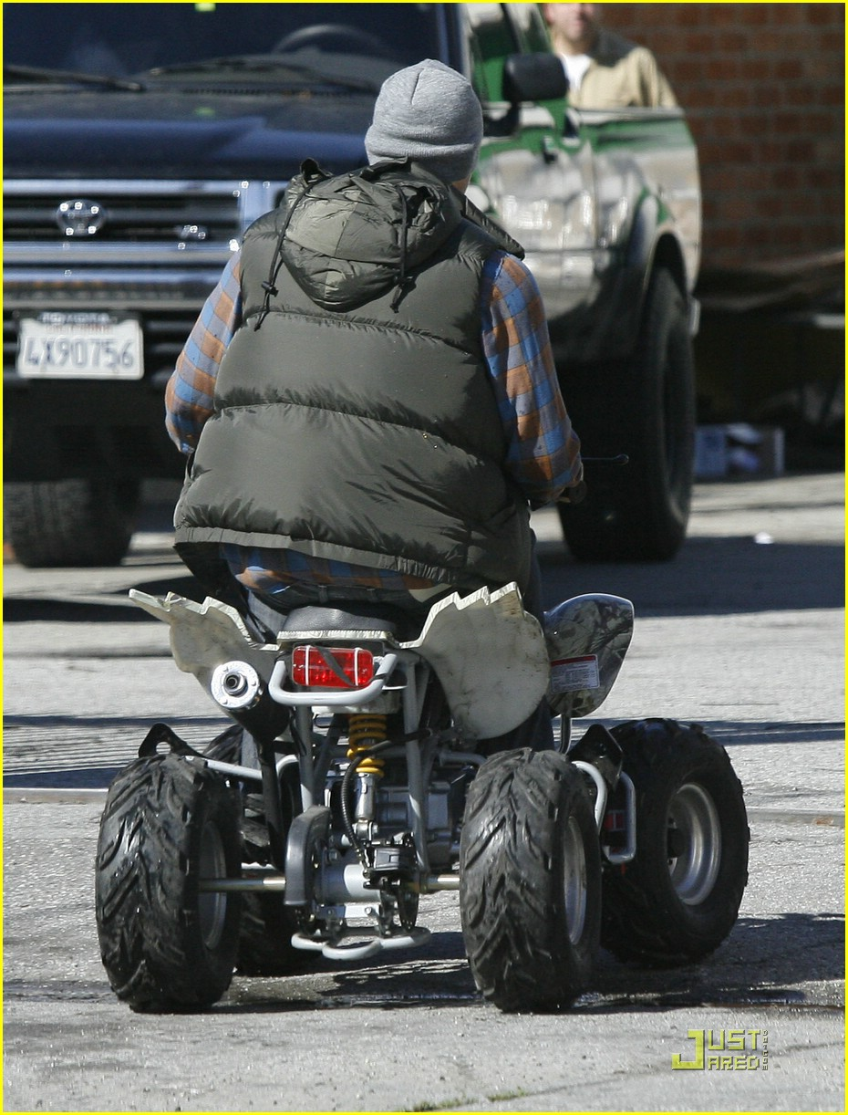 kellan lutz scooter shopper 21
