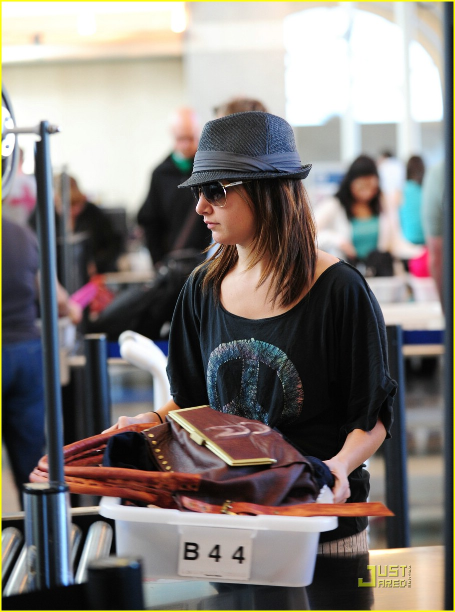 ashley tisdale leaving lax 04
