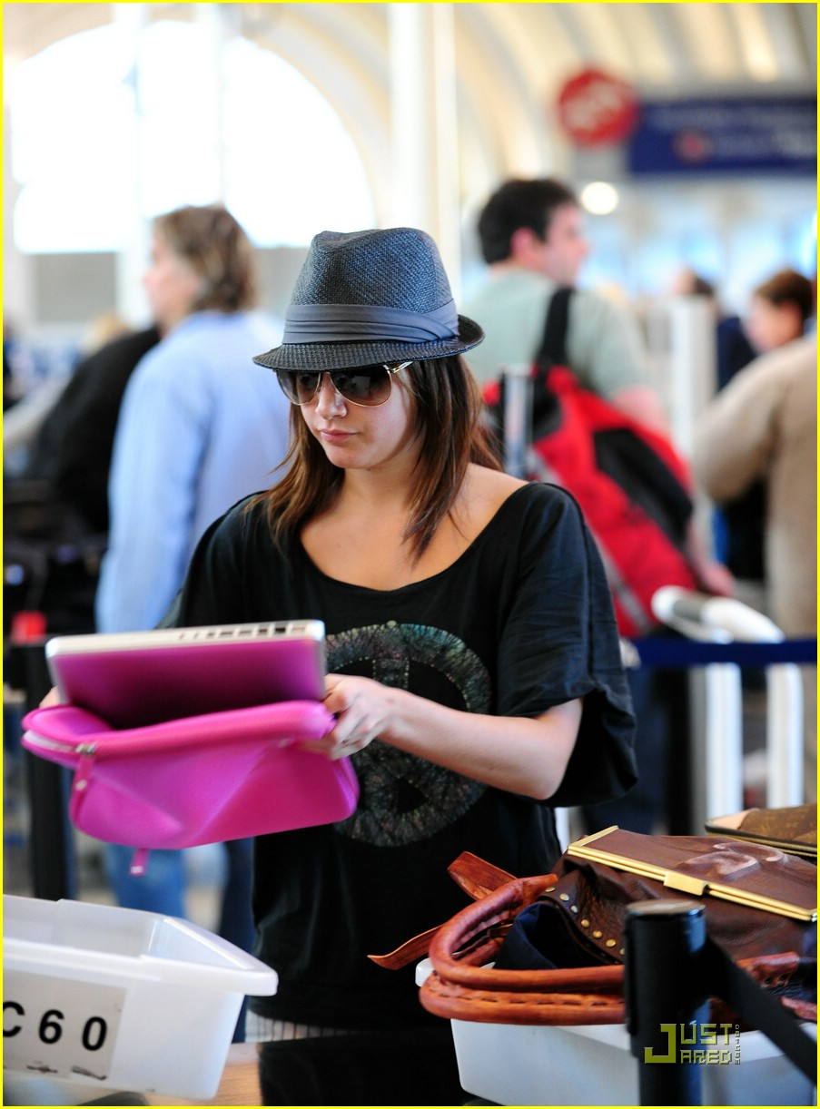 ashley tisdale leaving lax 06