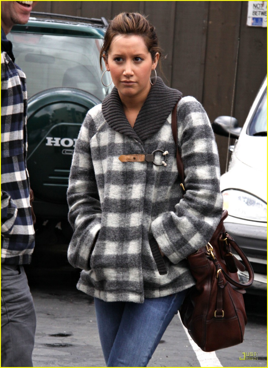 ashley tisdale mos diner 07