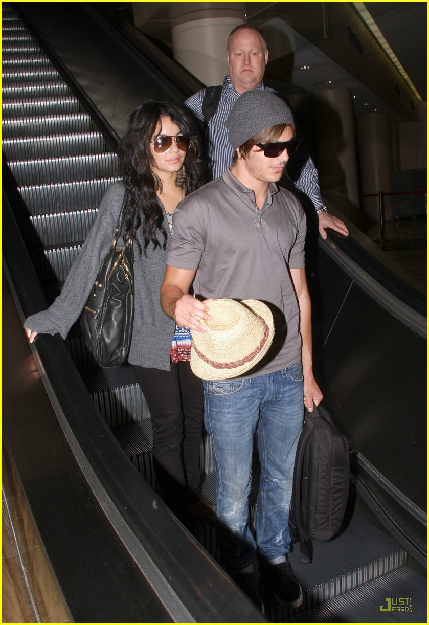 zac efron vanessa hudgens land lax from brazil 09