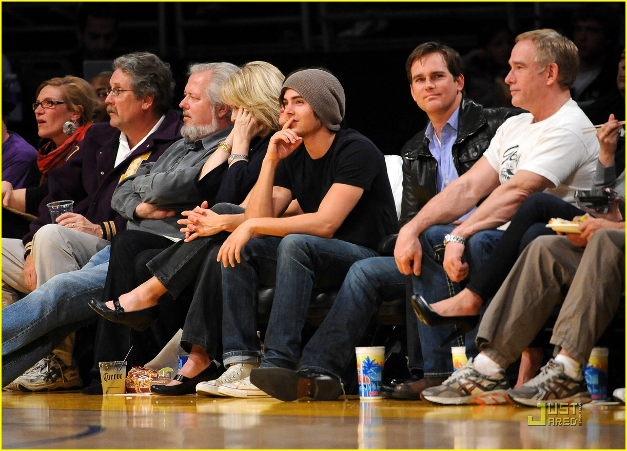 zac efron la lakers game 10