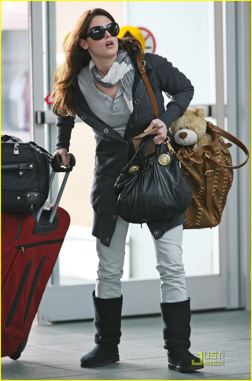 ashley greene travel teddy 02