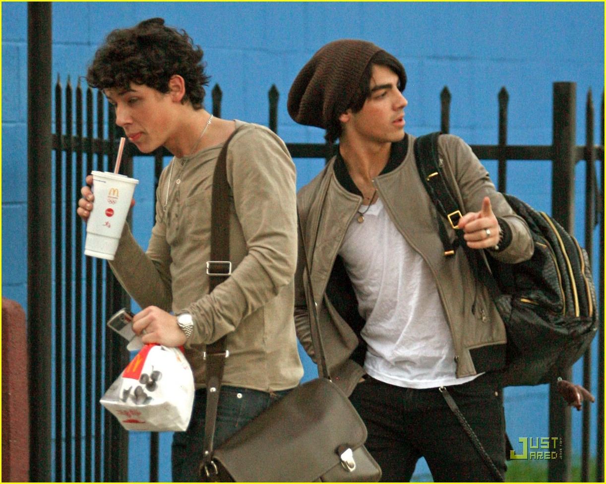 joe nick jonas mcdonalds mates 02