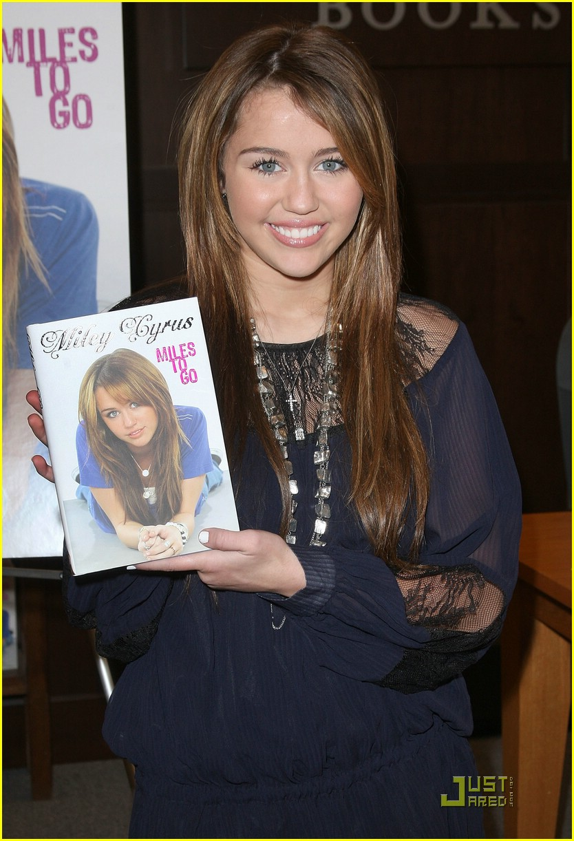 miley cyrus bn book signing 23