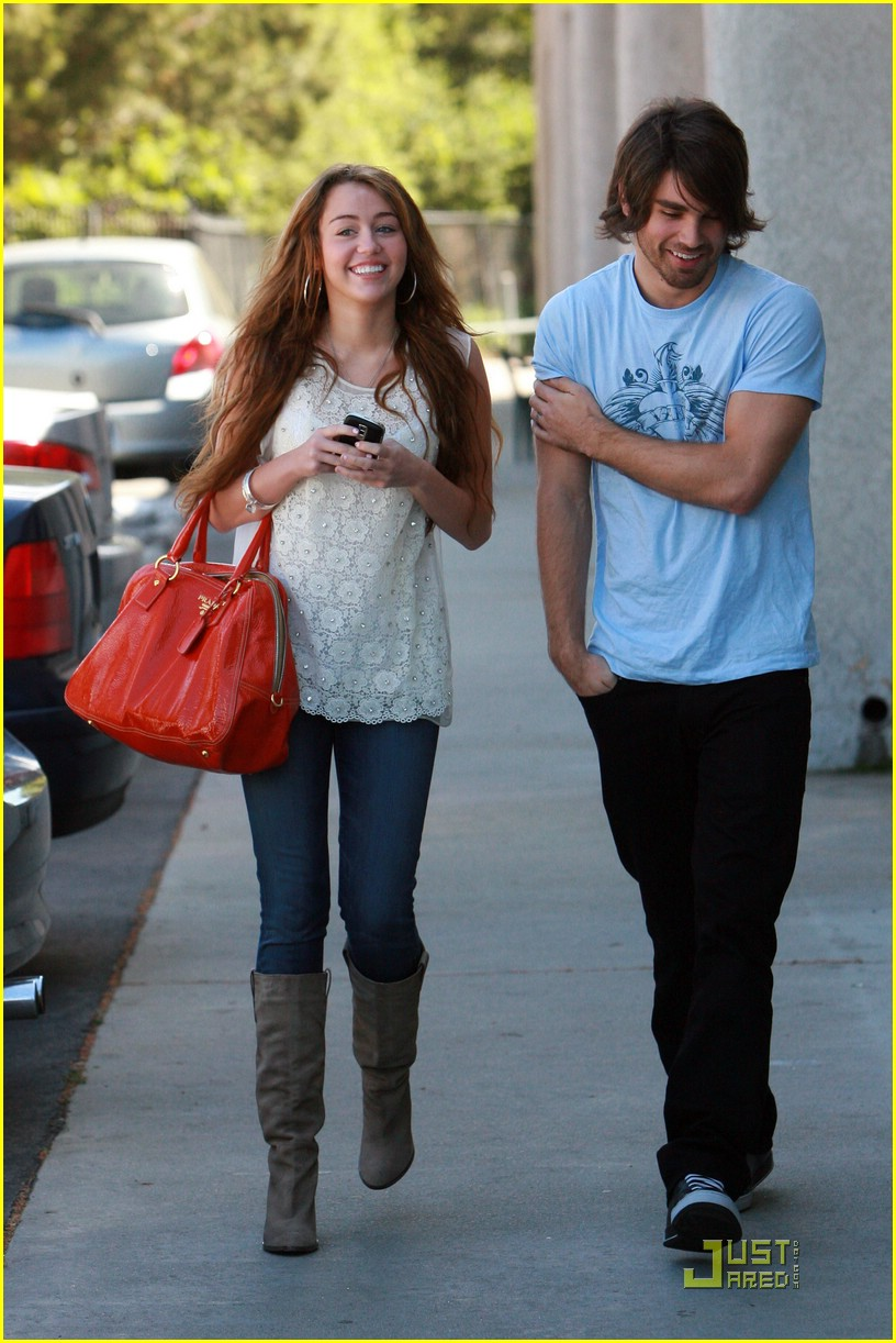miley cyrus justin gaston studio cafe 11