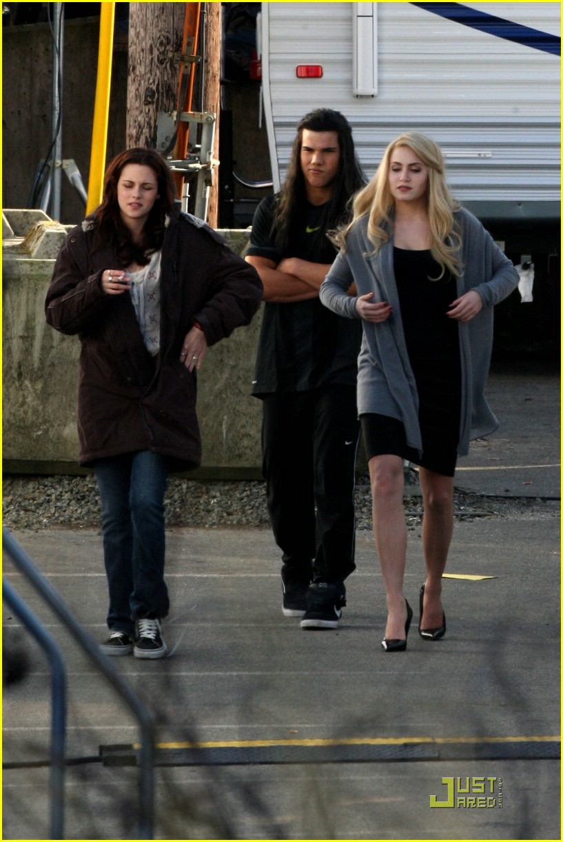new moon cast on set 02