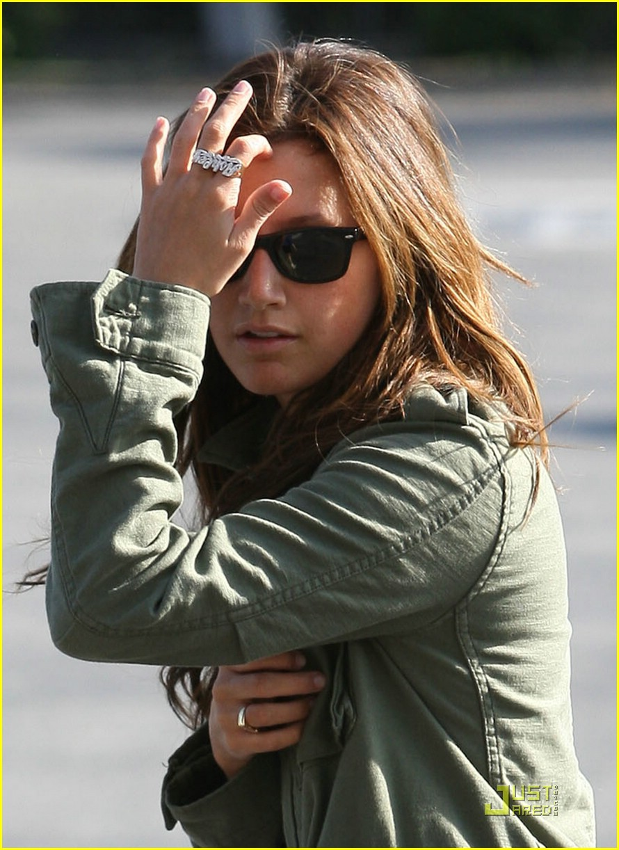 ashley tisdale shopping sherman oaks 02