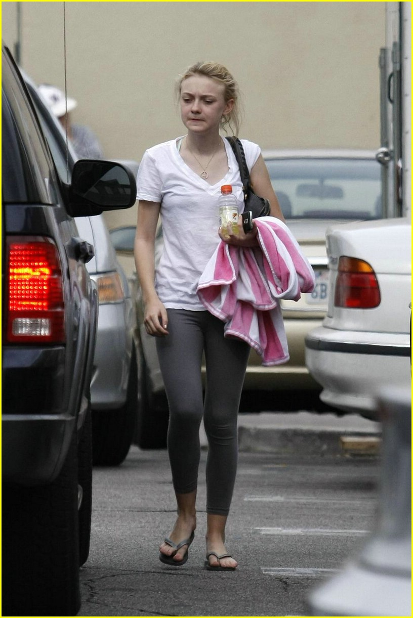 dakota fanning blackberry beauty 01