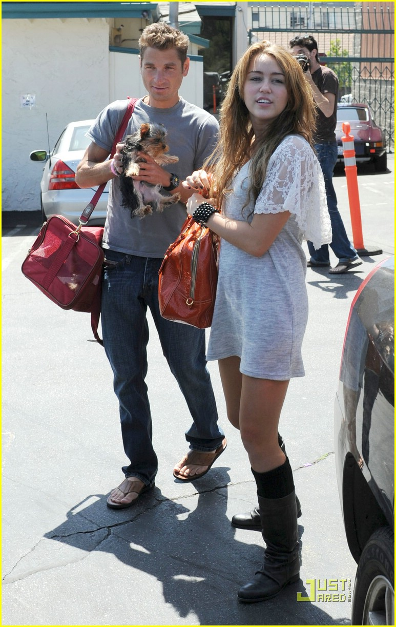 miley cyrus new puppy 17