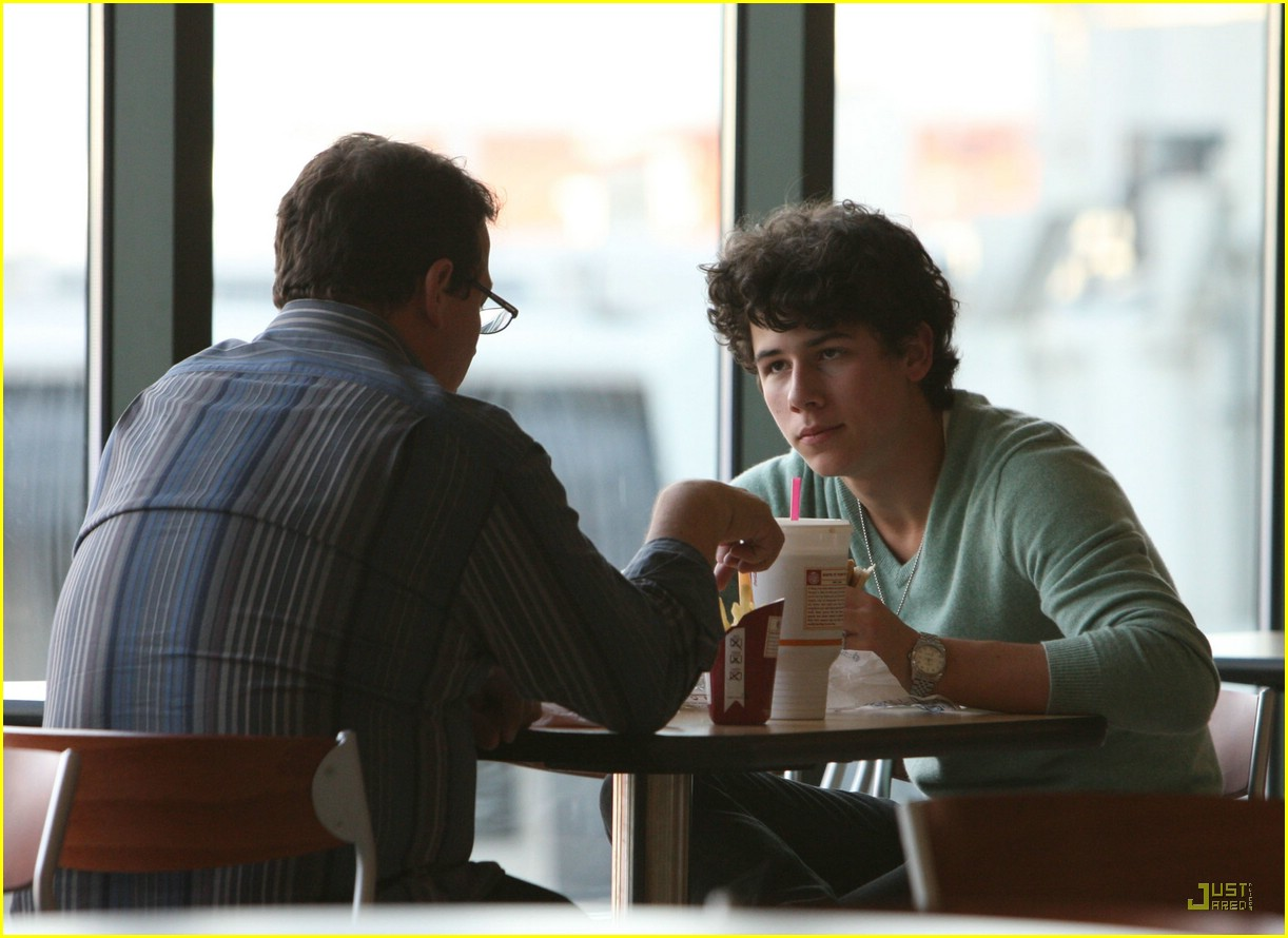 nick jonas burger king 07